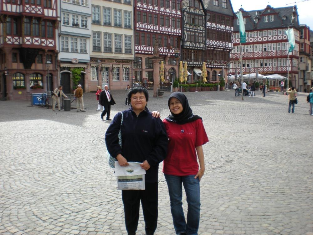 with ms.lim..pakcik german yg xde seni amek gamba..FAIL~