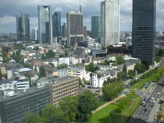 they say this is the manhattan of europe..em..would you agree with that..?